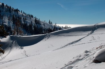 Cornice on Mores Mtn., looking to Shafer Butte's ridge