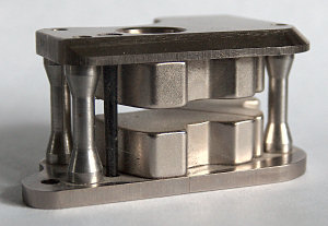 Ni-plated NdFeB magnets in a steel structure